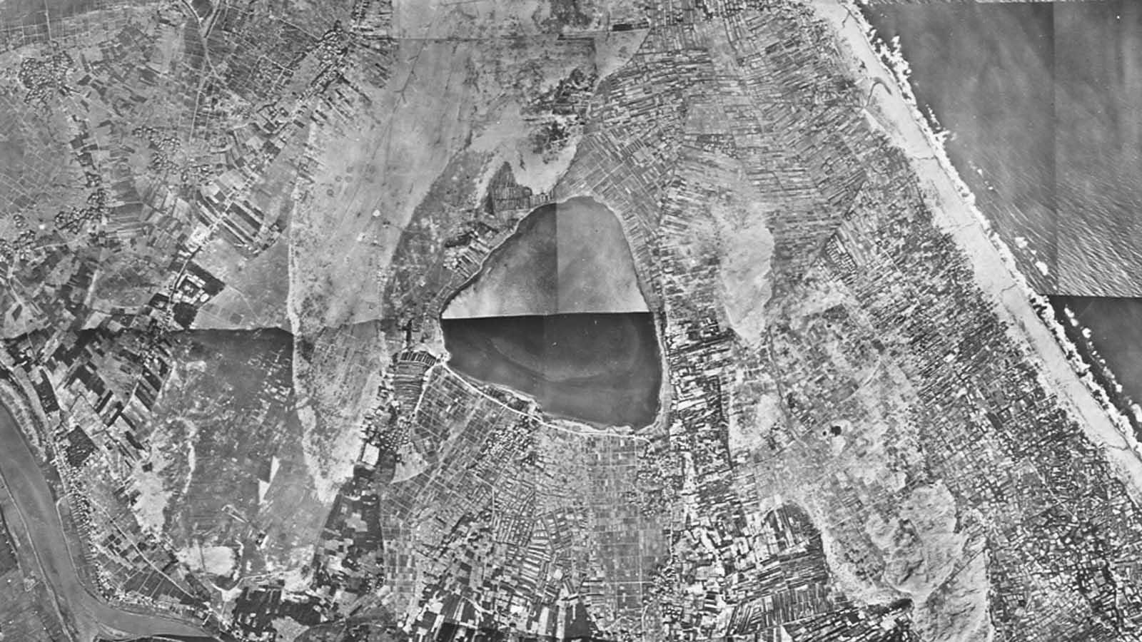 空撮した埋め立て前の神之池